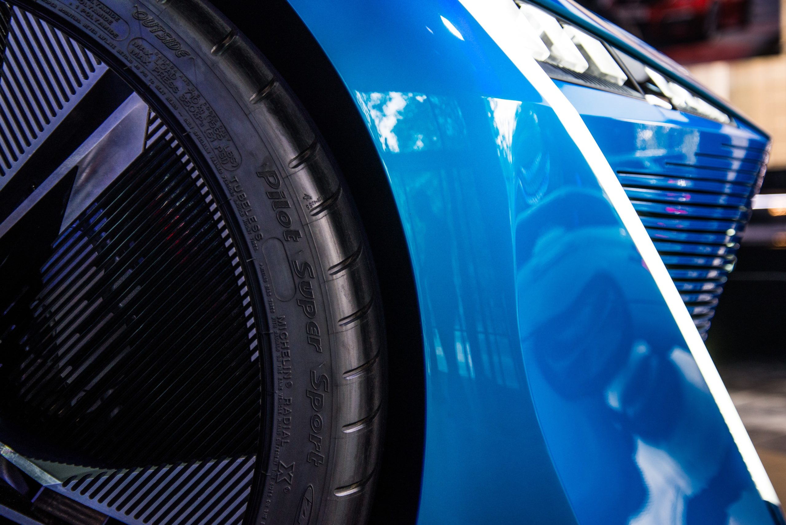 Ett blått fordon